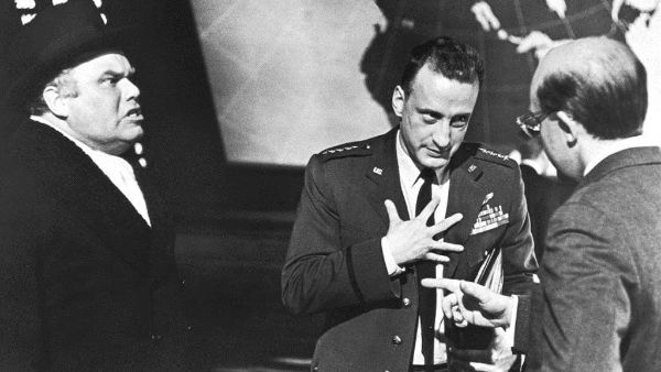 dr strangelove movie review Enter your location to see which movie theaters are playing dr strangelove or: how i learned to stop learned to stop worrying and reviews and buy movie.
