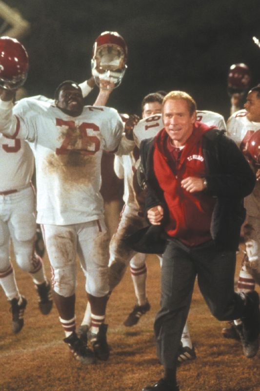 movie review remember the titans Movie review remember the titans history is written by the winners  remember the titans goes so over board with melodrama that coach boone even gives a lengthy .
