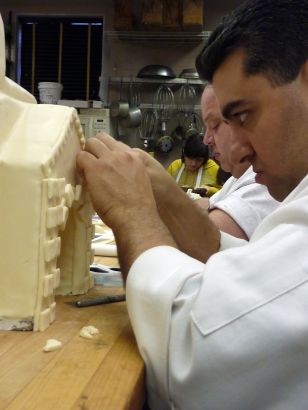 Cake Boss: Chimps, Cinema and Crumb Cake (2010)
