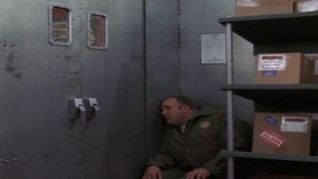 The King of Queens: Santa Claustrophobia