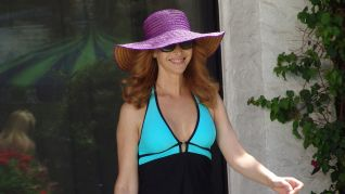 The Comeback: Valerie Relaxes in Palm Springs
