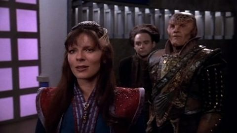 Babylon 5 : Between the Darkness and the Light