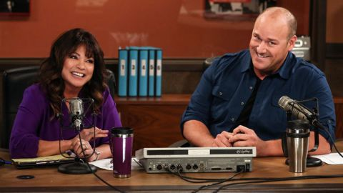 Hot in Cleveland : Bossy Cups