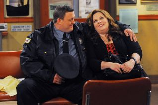 Mike & Molly: Victoria Can't Drive
