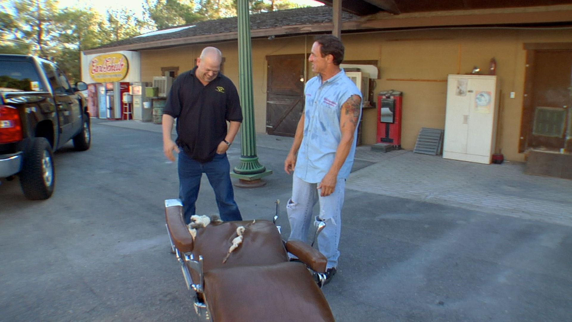 Pawn Stars: A Shot and a Shave