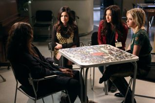 Pretty Little Liars: I'm Your Puppet