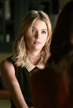Pretty Little Liars: The Mirror Has Three Faces