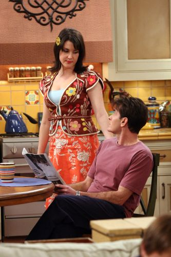 Two and a Half Men : My Damn Stalker