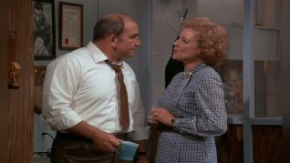 The Mary Tyler Moore Show: The Happy Homemaker Takes Lou Home