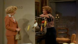 The Mary Tyler Moore Show: Chuckles Bites the Dust