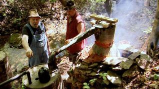Only in America With Larry the Cable Guy: Larry Makes Moonshine