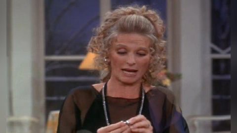 The Mary Tyler Moore Show : Ménage à Phyllis
